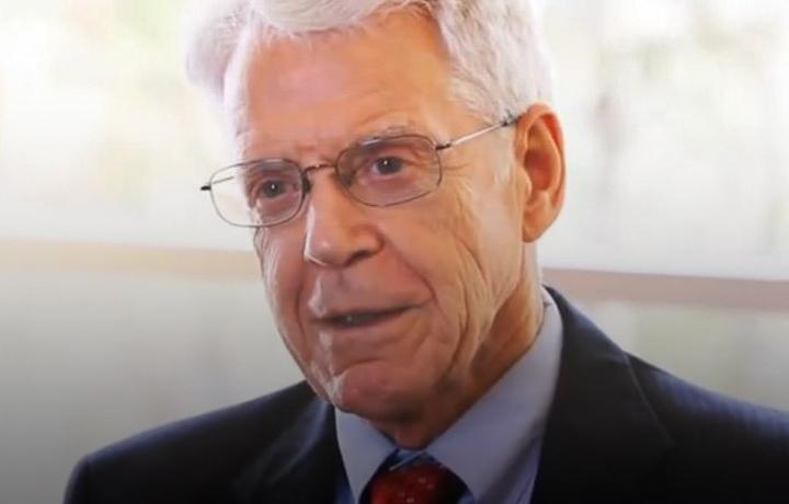 Dr. Caldwell Esselstyn headshot